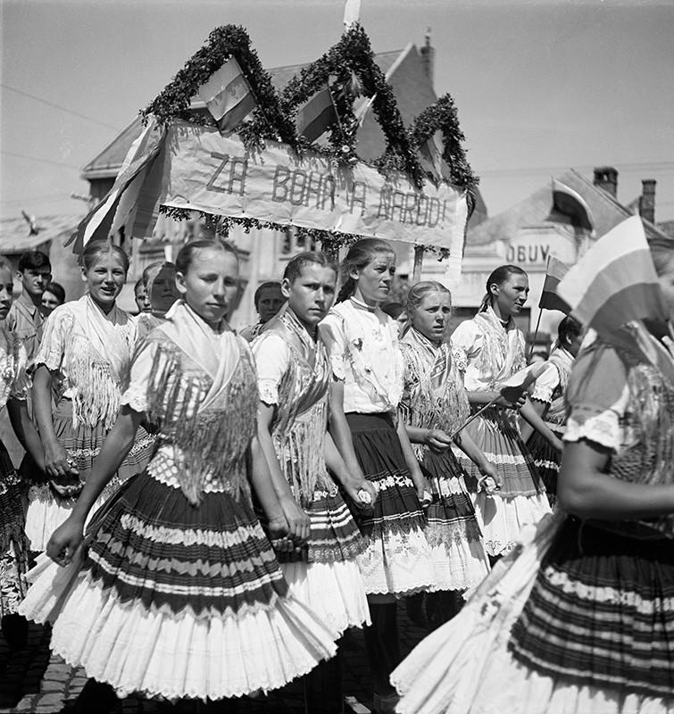 Jozef Cincík: Dr. Jozef Tiso in Michalovce. Girls in a Parade. 1939. SNA, Bratislava – Slovak Press Office