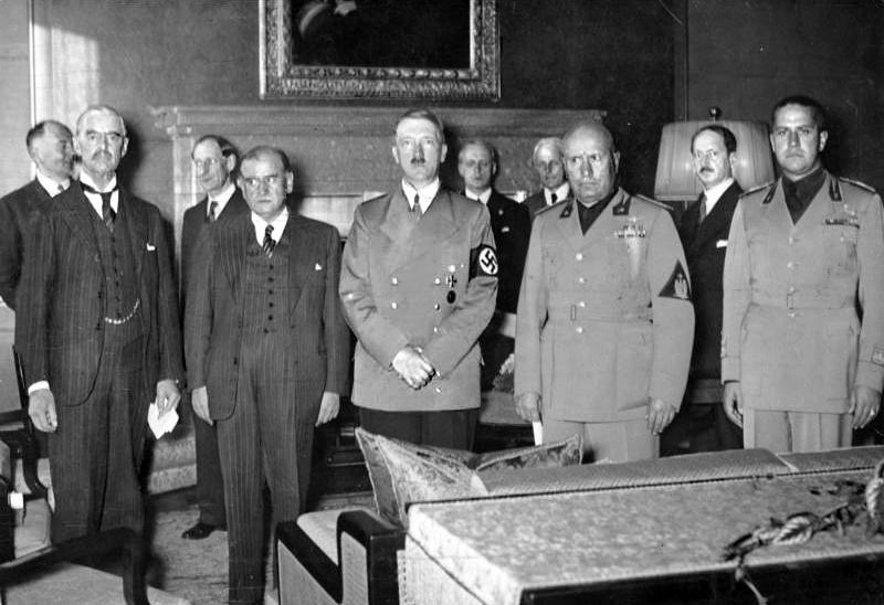 Chamberlain, Daladier, Hitler, Mussolini a Ciano pred podpisom Mníchovskej dohody. Spolkový archív, Koblenz, Nemecko.