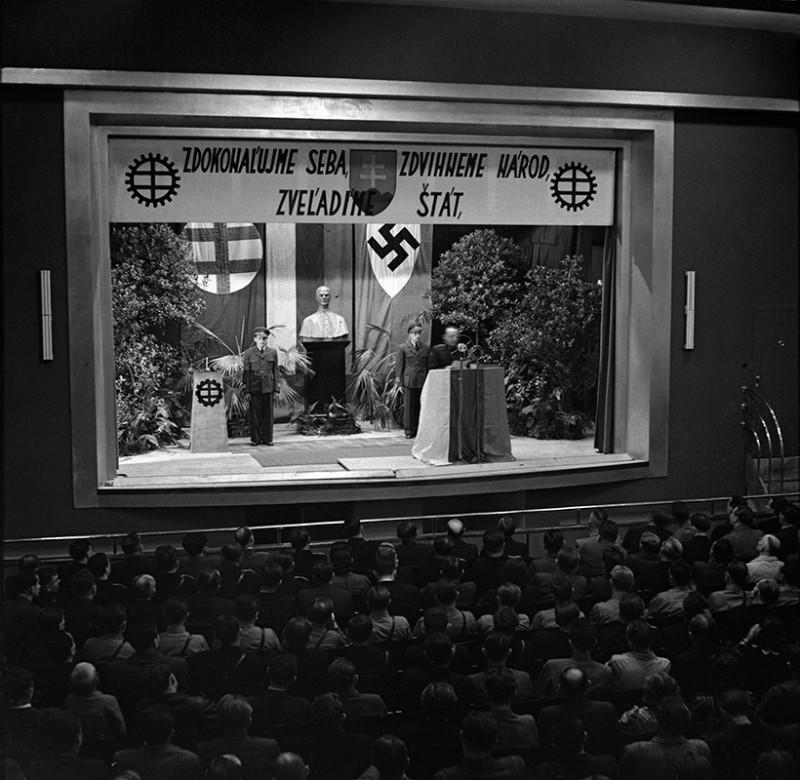 Neznámy autor - Slávnostné otvorenie cyklu technických prednášok robotníkov v Považskej Bystrici, 1940, Slovenský národný archív, Bratislava – fond STK