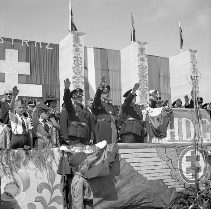 Neznámy autor - Manifestačný nástup Hlinkovej dopravnej gardy v Bratislave, 1939, Slovenský národný archív, Bratislava – fond STK