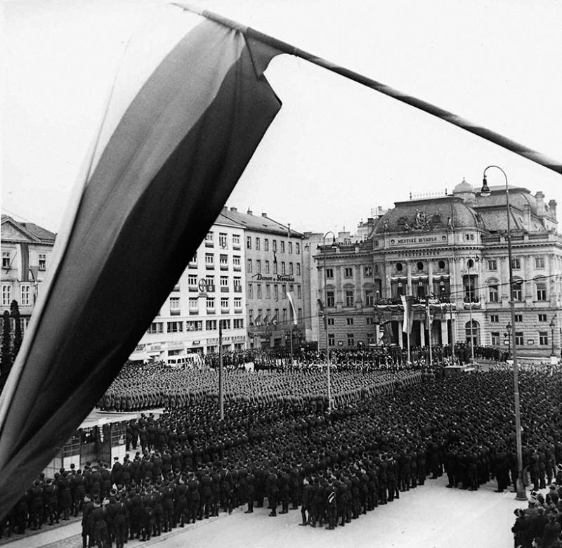 Ladislav Roller , Jozef Teslík - Oslavy štátneho sviatku v Bratislave. 14. 3. 1941., Slovenský národný archív, Bratislava – fond STK