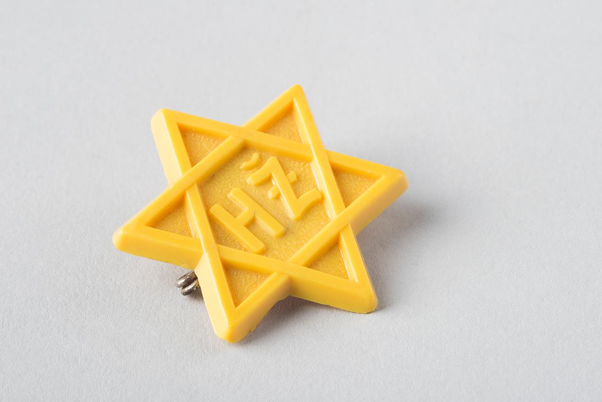 Neznámy autor - Židovská hviezda, označenie HZ (Hospodársky Žid), 40. roky 20. storočia., Slovenské múzeum dizajnu - SMD, Bratislava